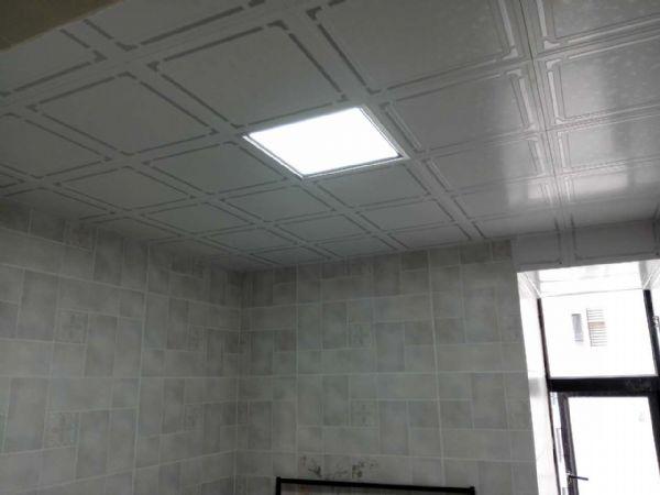卫生间贴墙砖及天花吊顶
